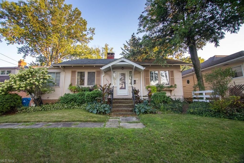 24253 Lake Rd Bay Village, OH 44140
