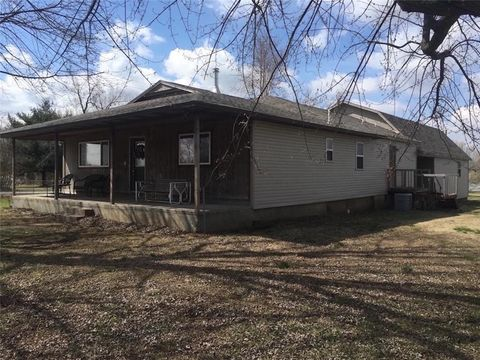 419 County Road 180 Rd, Carthage, MO 64836