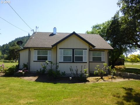 Photo of 10561 Tiller Trail Hwy, Canyonville, OR 97417
