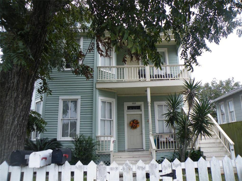 1919 Avenue O Apt B Galveston, TX 77550
