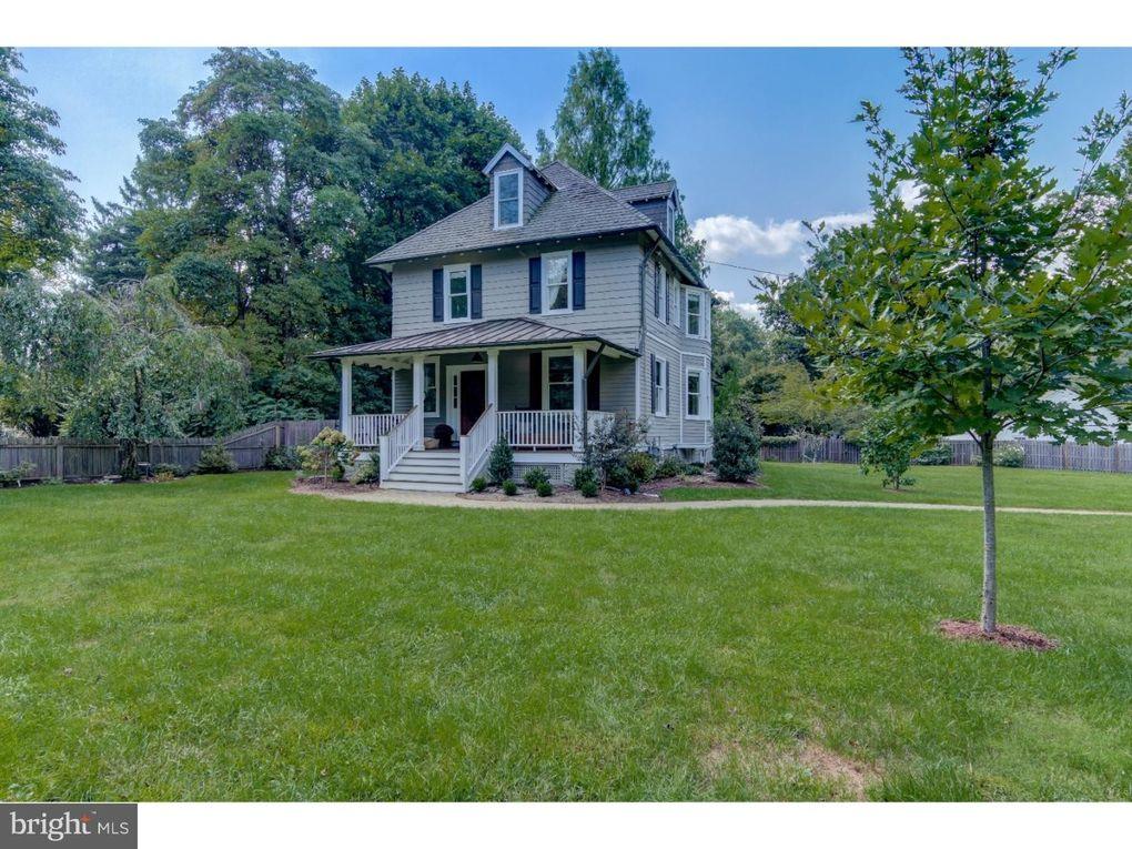 690 Davis Ln Wayne, PA 19087