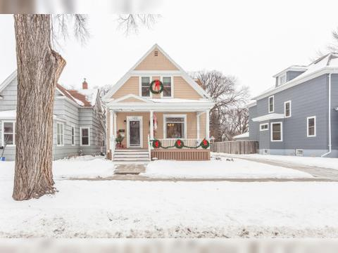 525 Chestnut St, Grand Forks, ND 58201. House For Sale