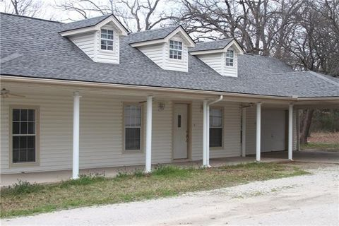 Photo of 903 Reeves Rd, Decatur, TX 76234