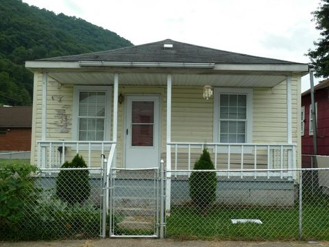 18 Wilson St, Smithers, WV 25186