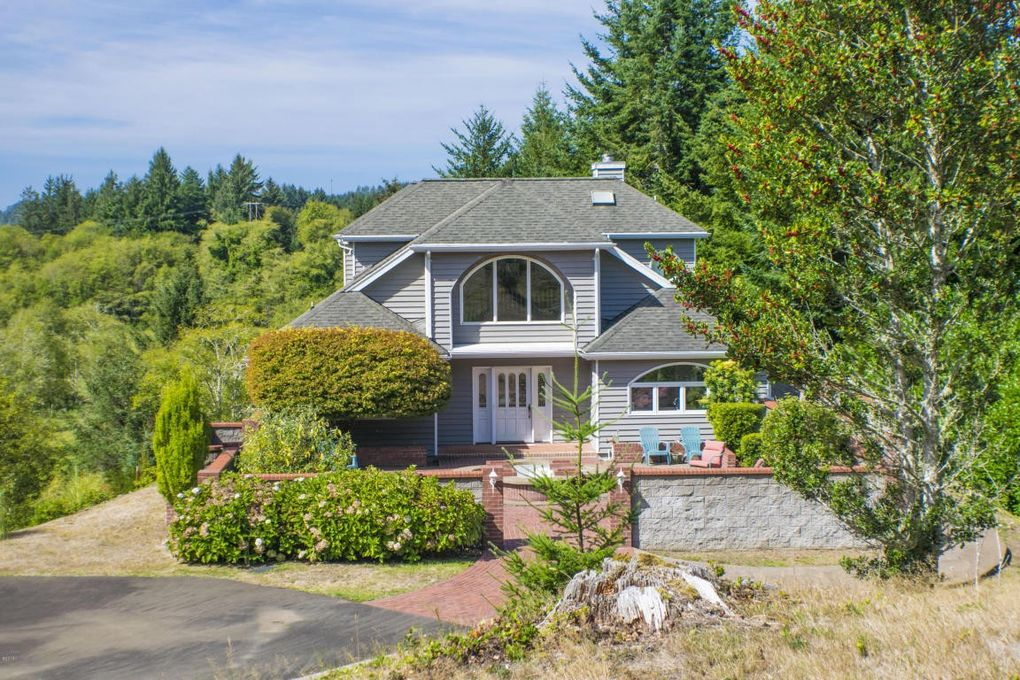 626 n bayview loop waldport or 97394