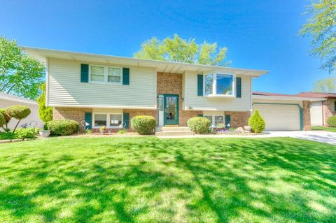 Portage, IN Houses for Sale with Swimming Pool - realtor.com®