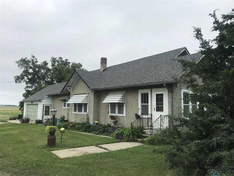 Photo of 105 E 4th St, Delmont, SD 57330