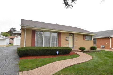 Photo of 10830 Hastings St, Westchester, IL 60154