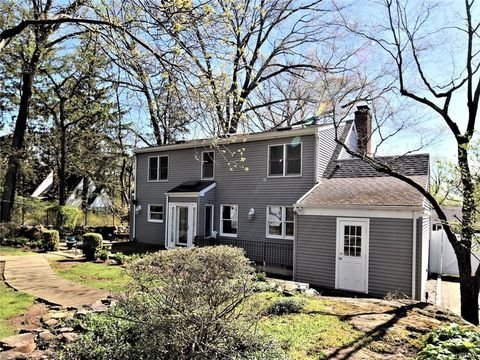 Photo of 215 Inwood Rd, Scarsdale, NY 10583