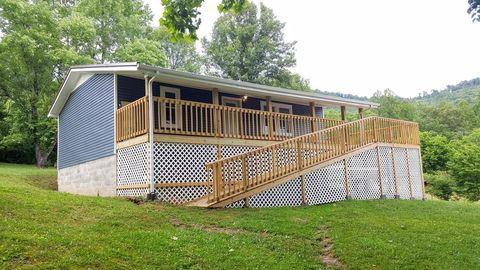 Photo of 860 Harpes Creek Rd, Williamsburg, KY 40763