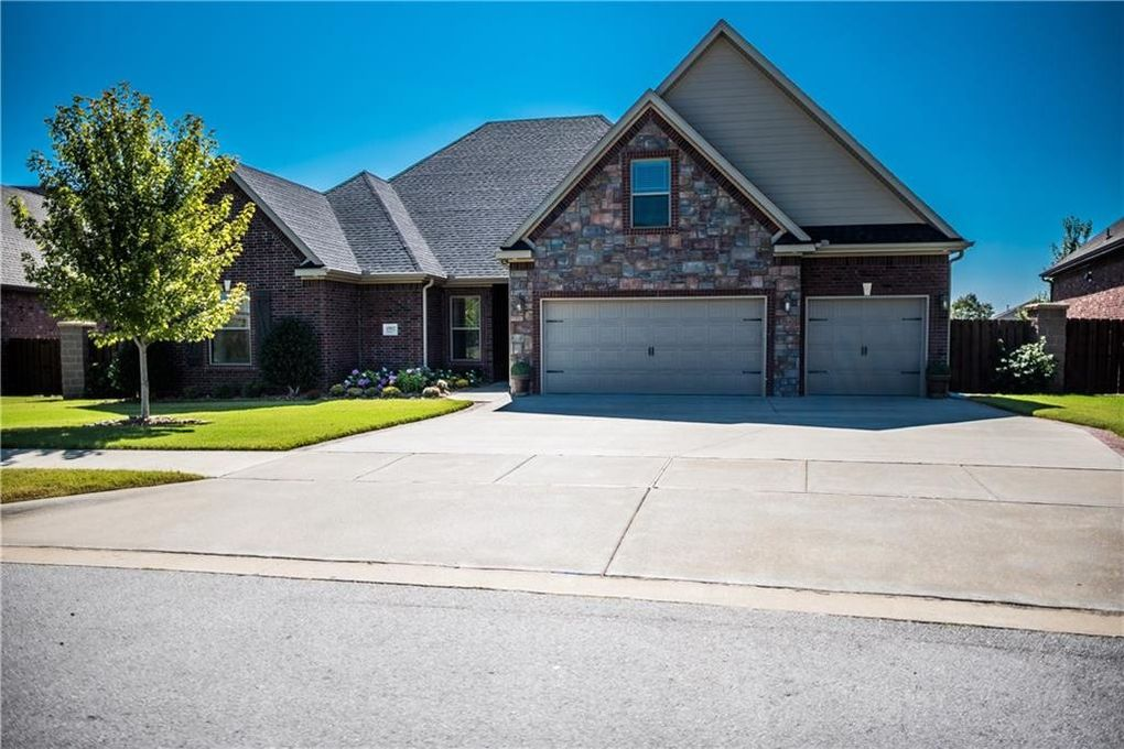 4902 W Red Maple Ct Rogers, AR 72758