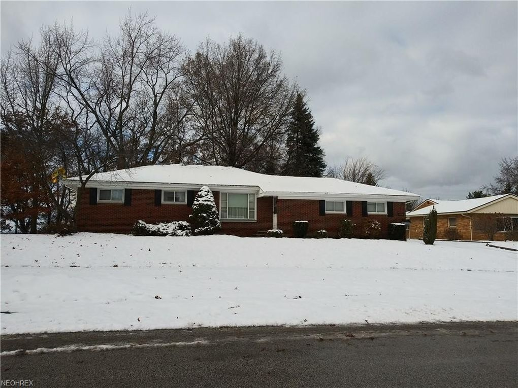 5556 Briarcliff Dr, Garfield Heights, OH 44125