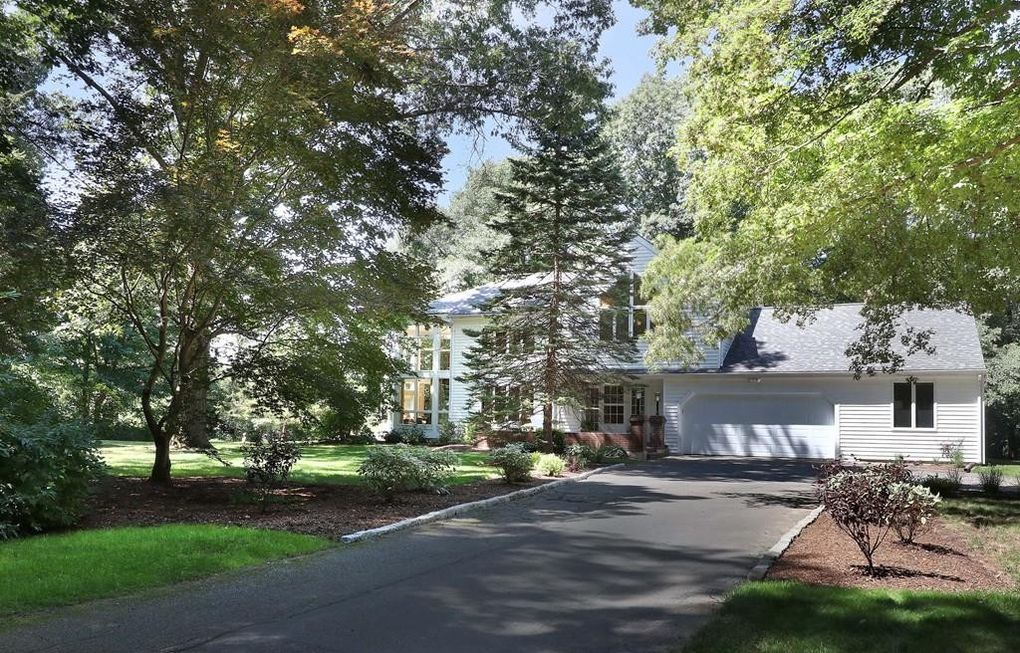 108 Fox Hill St, Westwood, MA 02090