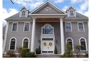 99 E Bearhouse Hill Rd, Guilford, CT 06437