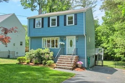 54 Forest St, Wilmington, MA 01887