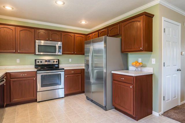 1412 Woolridge Dr Coralville Ia 52241 Kitchen