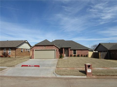 Photo of 1809 Pinewood Dr, Moore, OK 73160