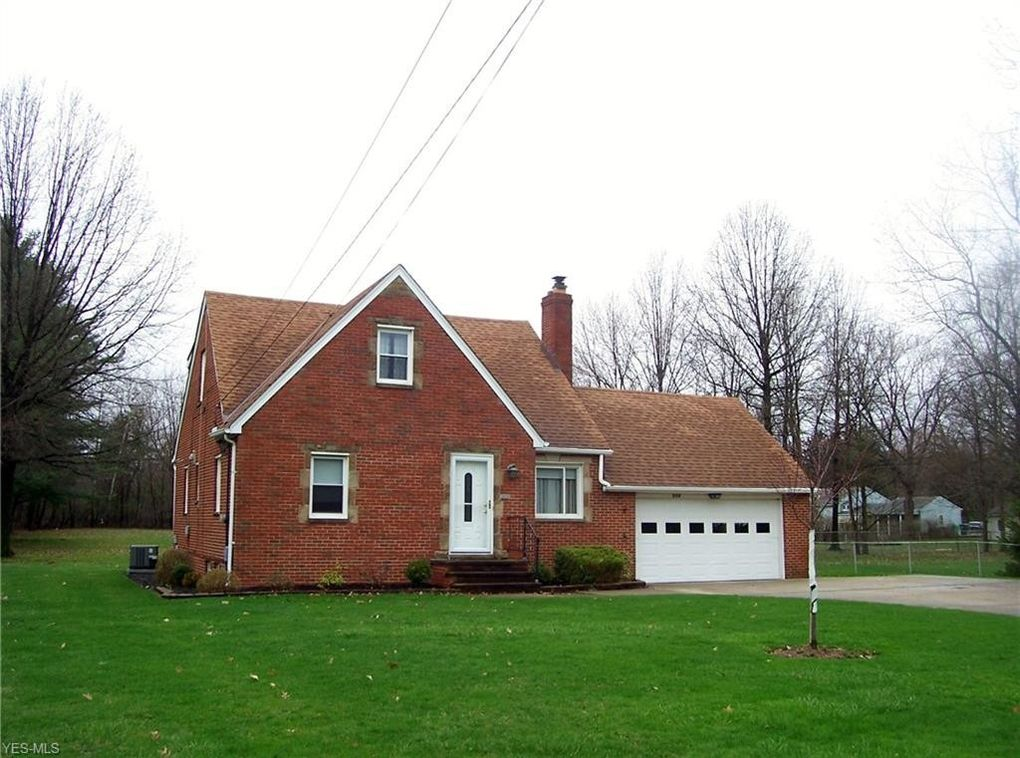 576 Miner Rd, Highland Heights, OH 44143