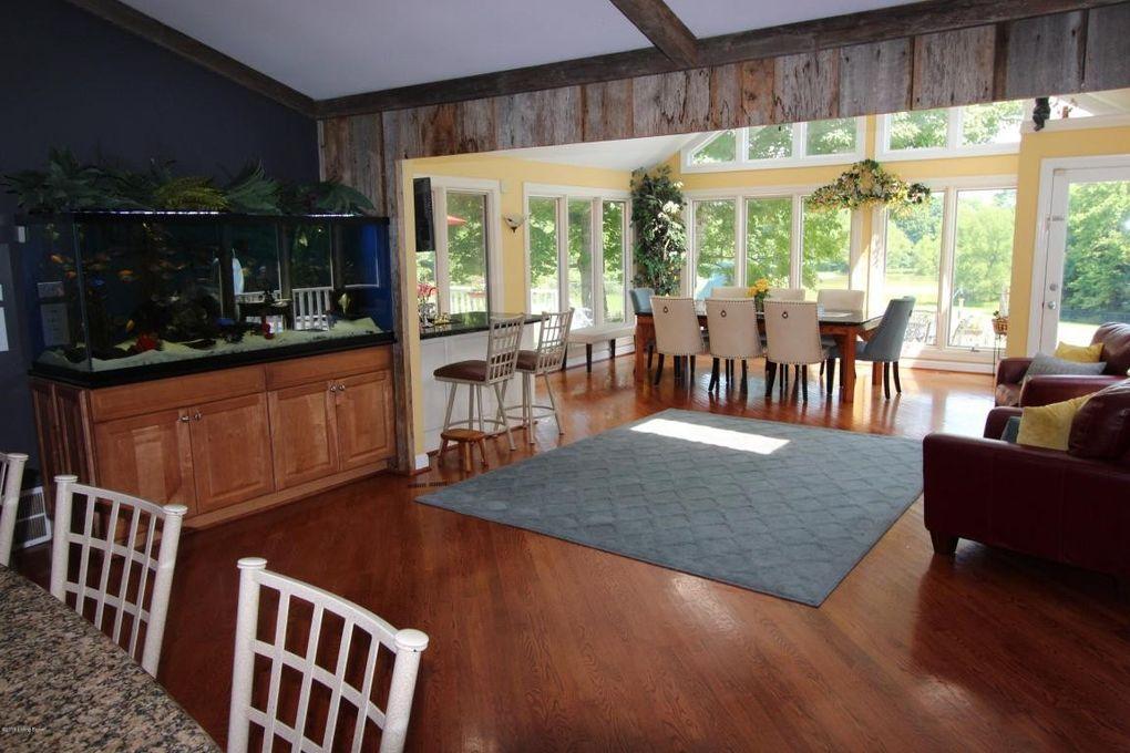 8421 Pine Valley Trl, Louisville, KY 40229 - realtor.com®