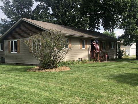 104 N Division St, Aroma Park, IL 60910