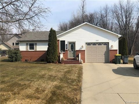 Photo of 28745 Anchor Dr, Chesterfield Township, MI 48047