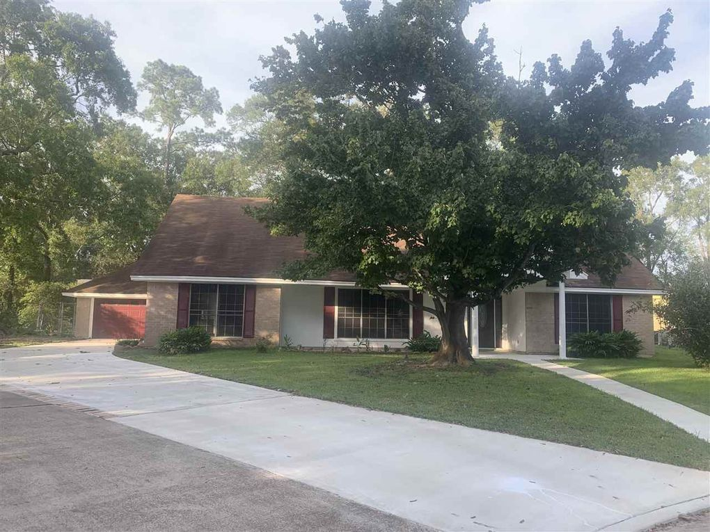 2150 Chevy Chase Ln Beaumont, TX 77706