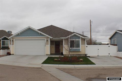 Photo of 1505 Red Tail Dr, Rock Springs, WY 82901