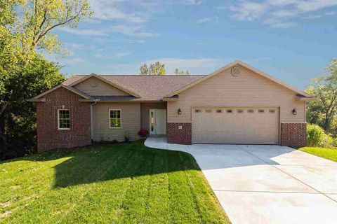 Photo of 22 Musket Ct, Le Claire, IA 52753