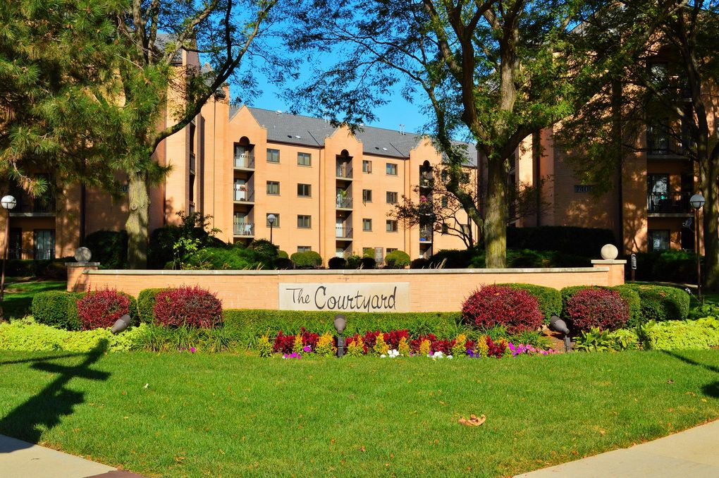 7420 W Lawrence Ave Unit 102 Harwood Heights, IL 60706