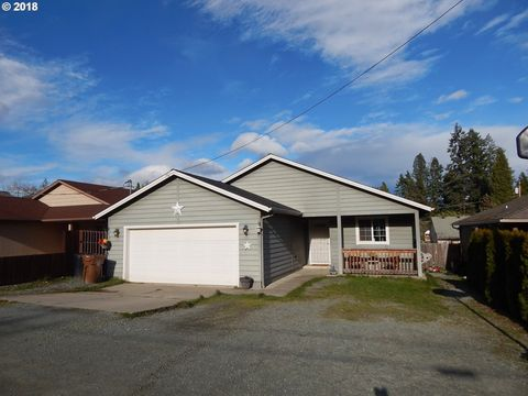 Photo of 205 Berthel Ave, Canyonville, OR 97417