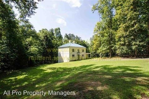 Photo of 858 Bryants Ford Rd, Fork Union, VA 23055