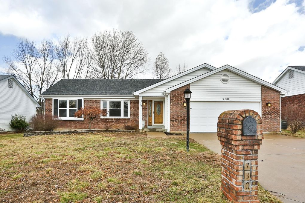 730 Bull Valley Dr, Saint Peters, MO 63304