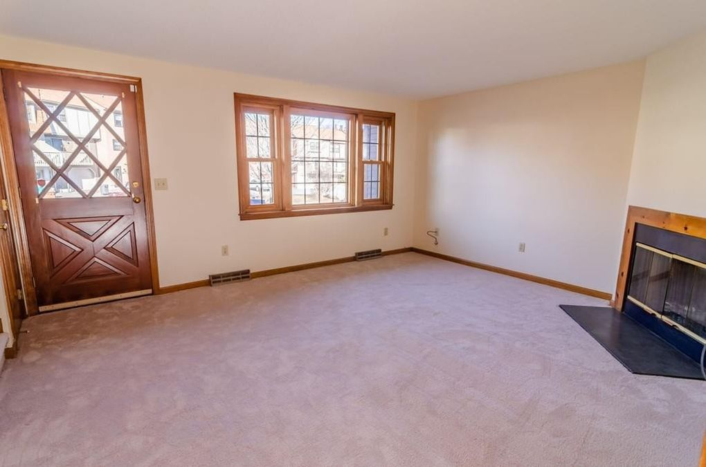 11 Scotty Hollow Dr Unit D, Chelmsford, MA 01863