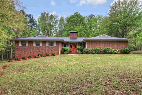 Photo of 150 Hall Pl, Fayetteville, GA 30215