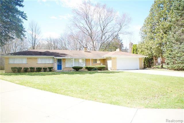 30075 Minglewood Ln, Farmington Hills, MI 48334
