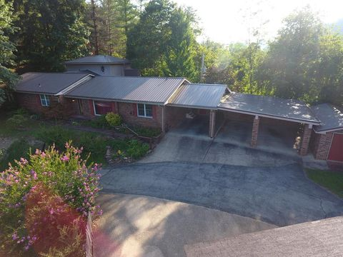 Photo of 317 Poplar Dr, Pikeville, KY 41501