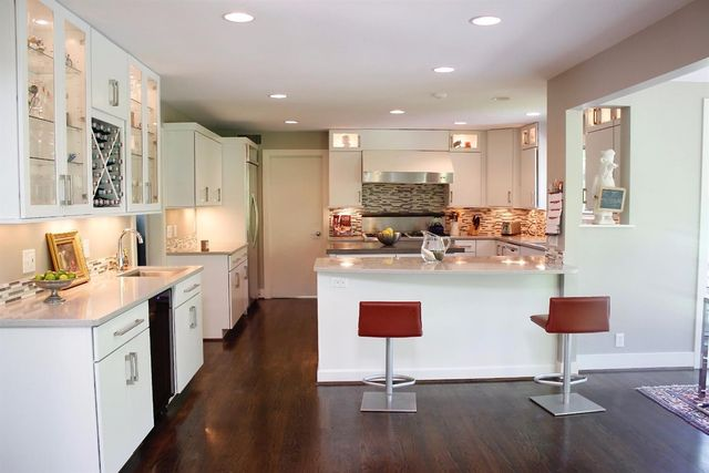 9325 Holly Hl, Indian Hill, OH 45243 - Kitchen