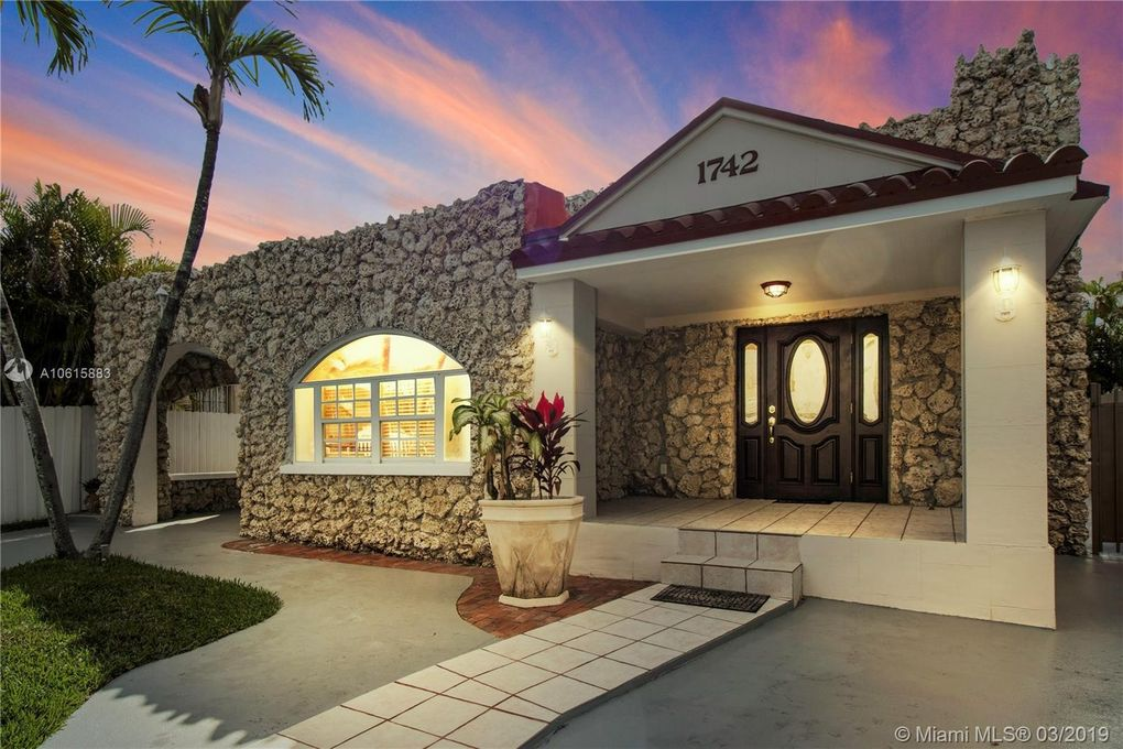 1742 Sw 11th St, Miami, FL 33135