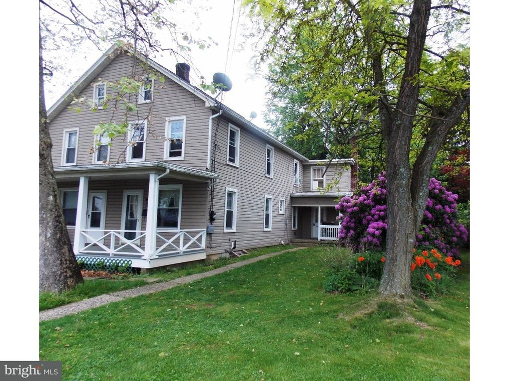 274 N 8th St Lehighton, PA 18235