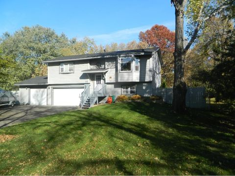 531 105th Ave Nw, Coon Rapids, MN 55448