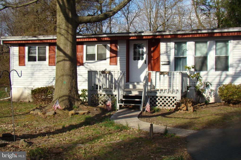 1 Coventry Dr, Spring City, PA 19475