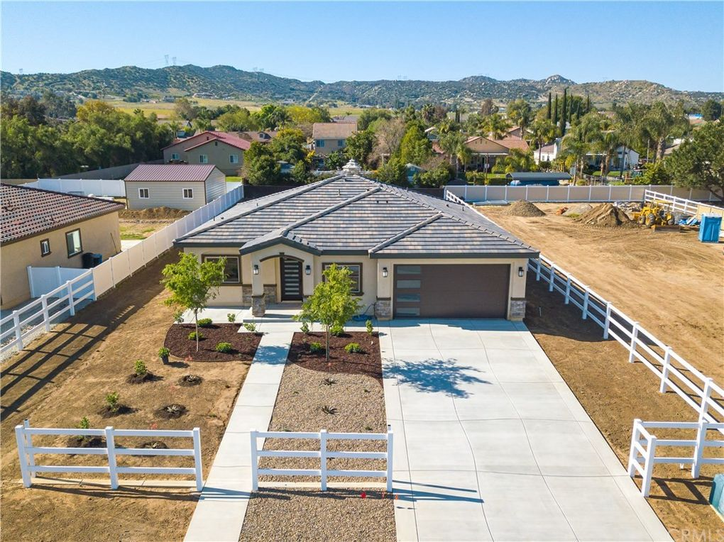 31551 Sunset Ave Nuevo Lakeview, CA 92567