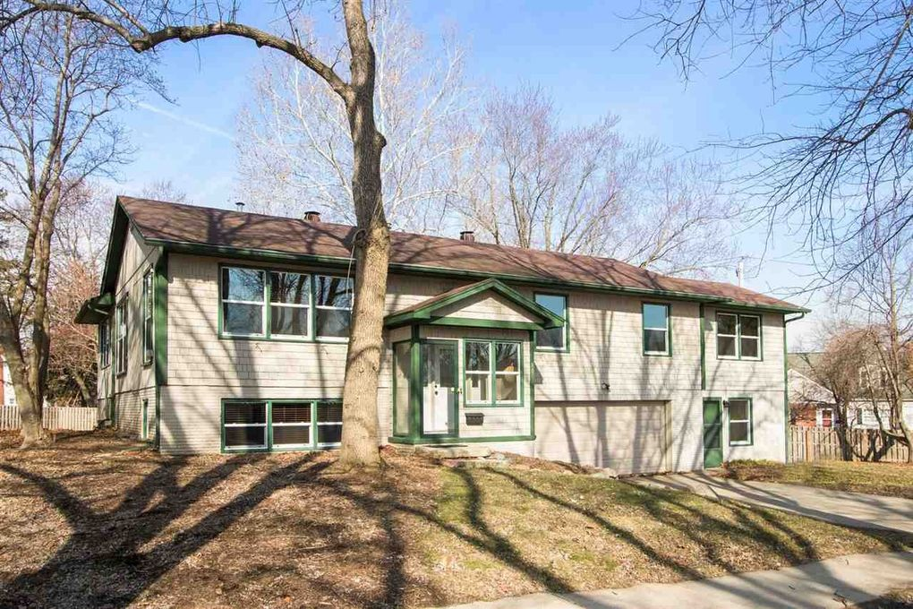 21 Highland Dr Iowa City, IA 52246