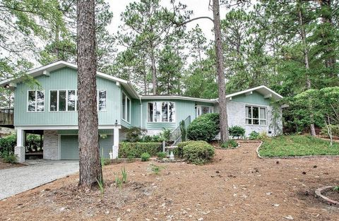 Photo of 565 Se Lake Forest Dr, Pinehurst, NC 28374