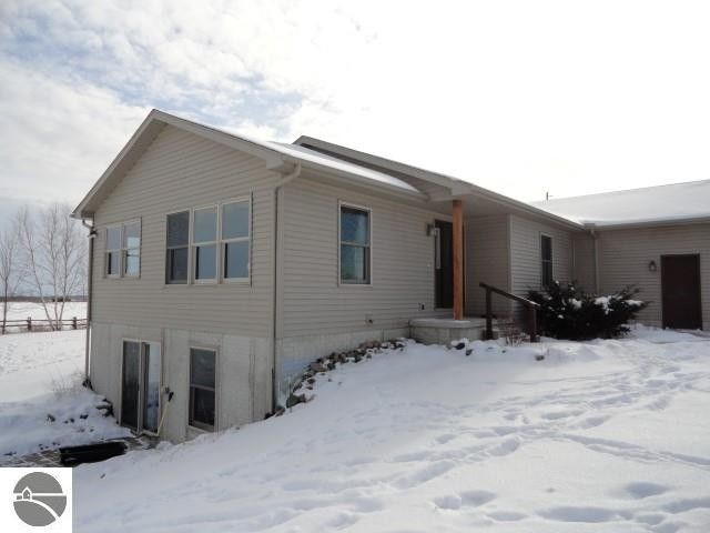 3415 S Athey Ave, Clare, MI 48617