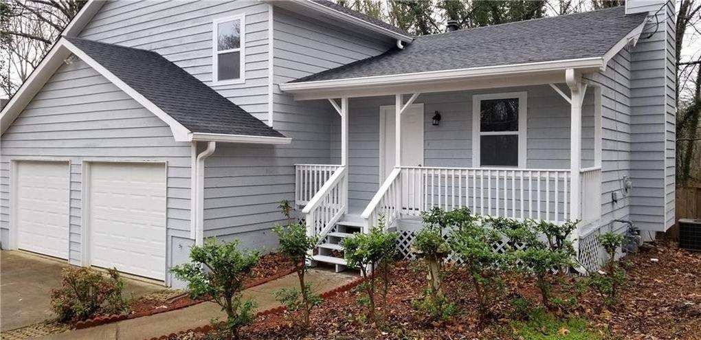 422 Creekside Ln Woodstock, GA 30188