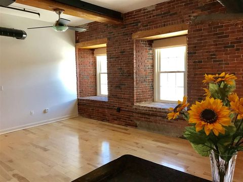 Photo of 6 Bay Rd Unit 8, Newmarket, NH 03857