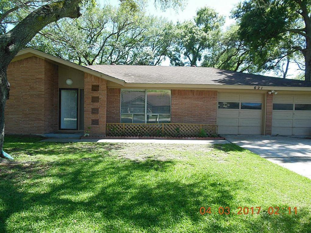 621 Fairfield St, Shoreacres, TX 77571