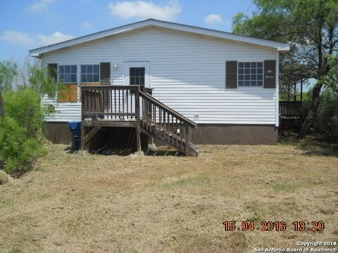 781 County Road 329, Floresville, TX 78114