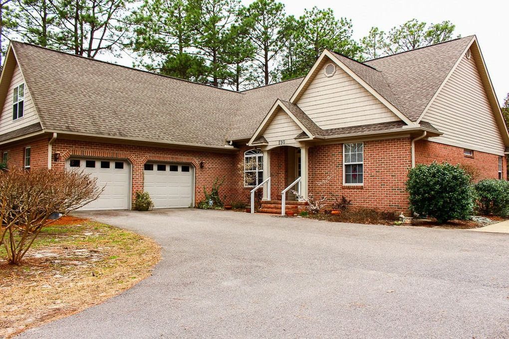 590 Fairway Dr, Southern Pines, NC 28387